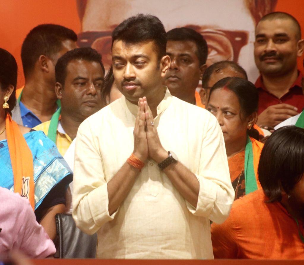Trinamool Congress MLA and BJP leader Mukul Roy's son Subhrangshu Roy, who joined the BJP, at the the party's headquarters in New Delhi on May 28, 2019. TMC MLA Tushar Kanti Bhattacharya ... - Mukul Roy, Subhrangshu Roy and Debendra Roy