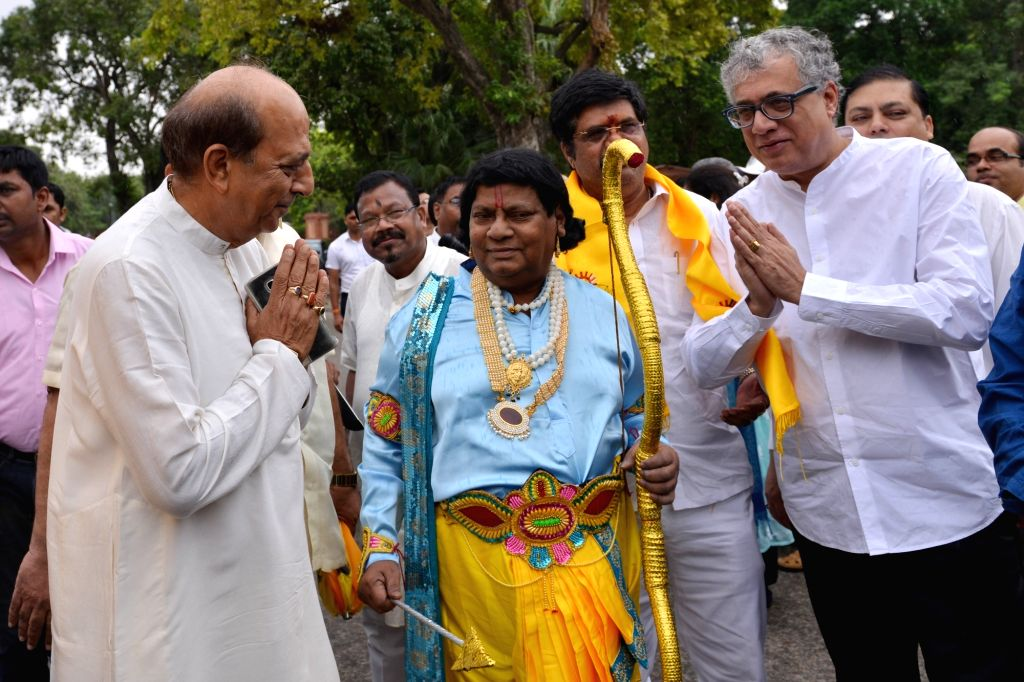 Trinamool Congress MPs Derek O'Brien and Dinesh Trivedi with TDP MPs staging a demonstration to press for special status for Andhra Pradesh, at Parliament in New Delhi, on Aug 6, 2018.