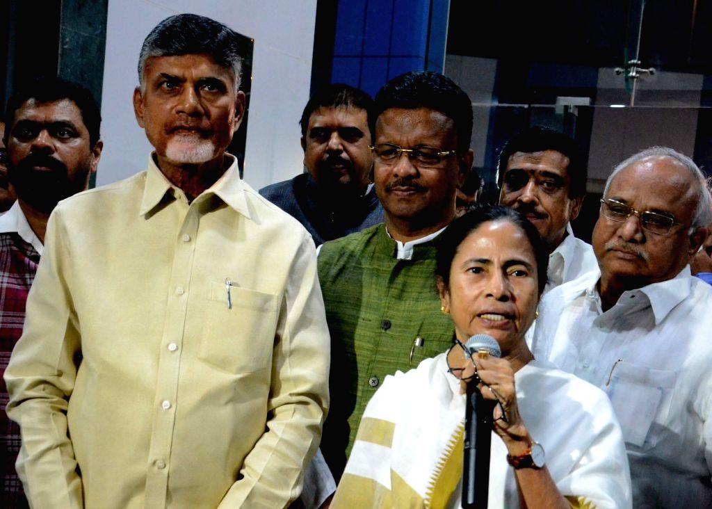Trinamool Congress supremo Mamata Banerjee with TDP chief N. Chandrababu Naidu. (File Photo: IANS) - Mamata Banerjee and N. Chandrababu Naidu