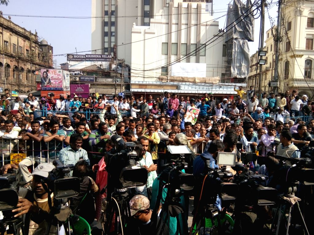 Trinamool Congress (TMC) workers stage a demonstration over the CBI's attempt to question Kolkata Police Commissioner Rajeev Kumar in connection with a ponzi scheme scam, in Kolkata on Feb ...