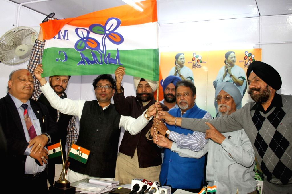 Trinamool Congress Vice-President Mukul Roy addresses a press conference with Jagmeet Singh Brar who was appointed party's Punjab unit chief in New Delhi on Nov 24, 2016. - Mukul Roy and Jagmeet Singh Brar