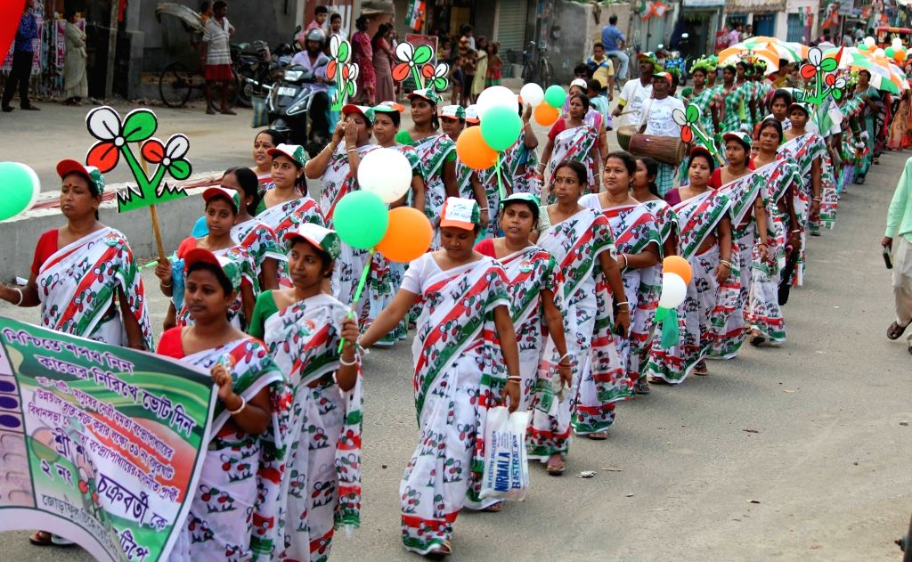 Trinamool Congress workers participate in an election rally inBalurghat of West Bengal's South Dinajpur district on April 15, 2016.