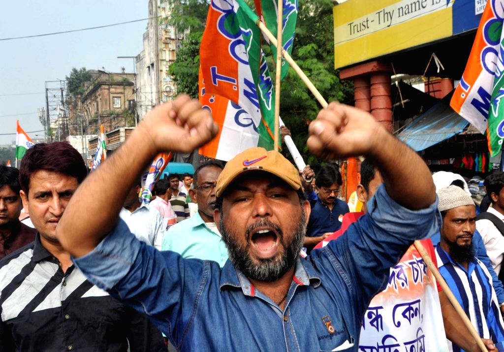 Trinamool Congress workers participate in rally against demonetization in Kolkata, on Nov 23, 2016.