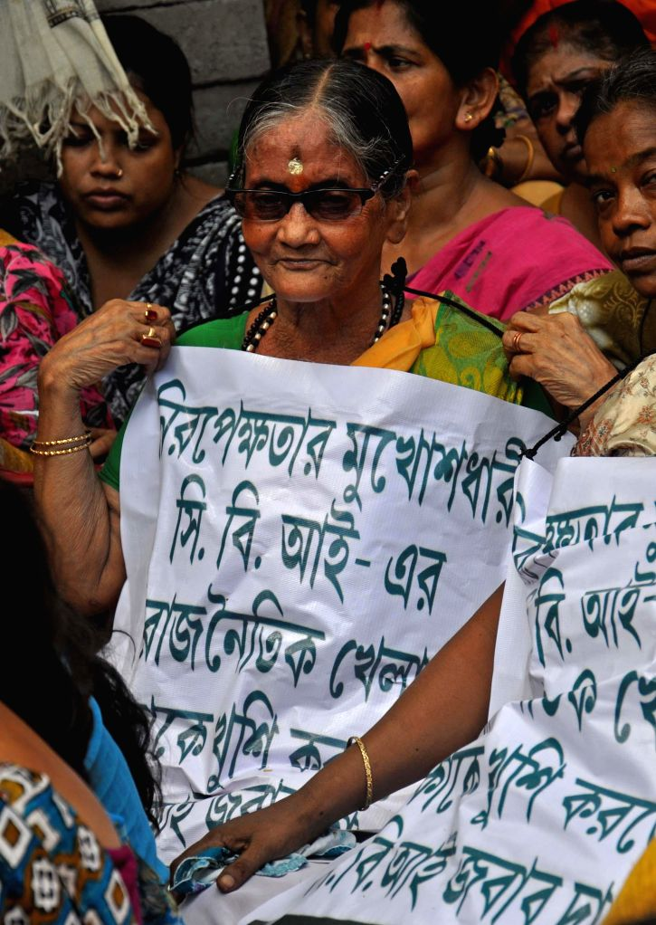 Trinamool Congress workers protest against CBI in Kolkata on Sept 11, 2014.