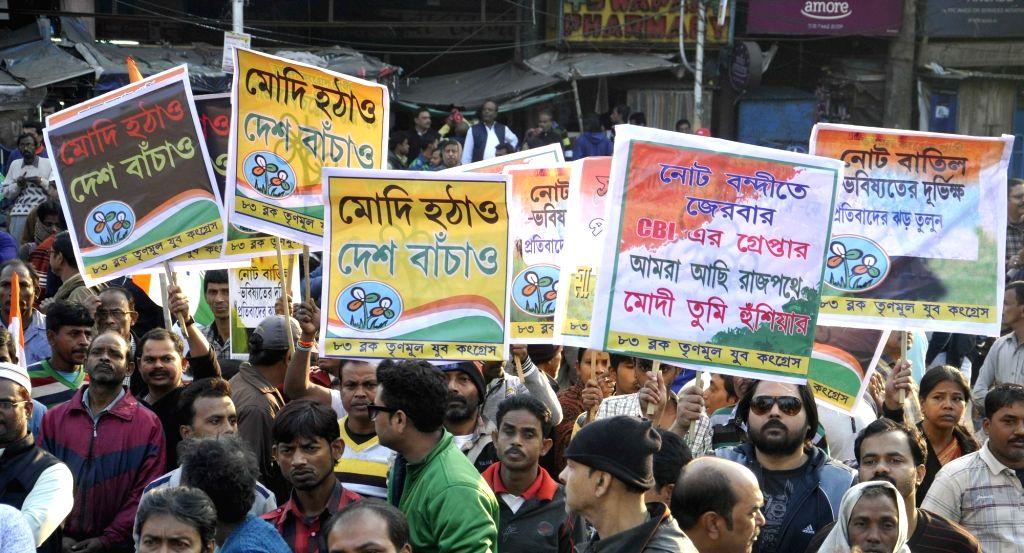 Trinamool Congress workers stage a demonstration against demonetisation in Kolkata, on Jan 14, 2017.