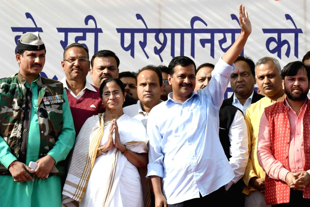 Trinomool Congress supremo and West Bengal Chief Minister Mamata Banerjee and Delhi Chief Minister Arvind Kejriwal during a public meeting to protest against demonitisation by central ... - Mamata Banerjee and Arvind Kejriwal