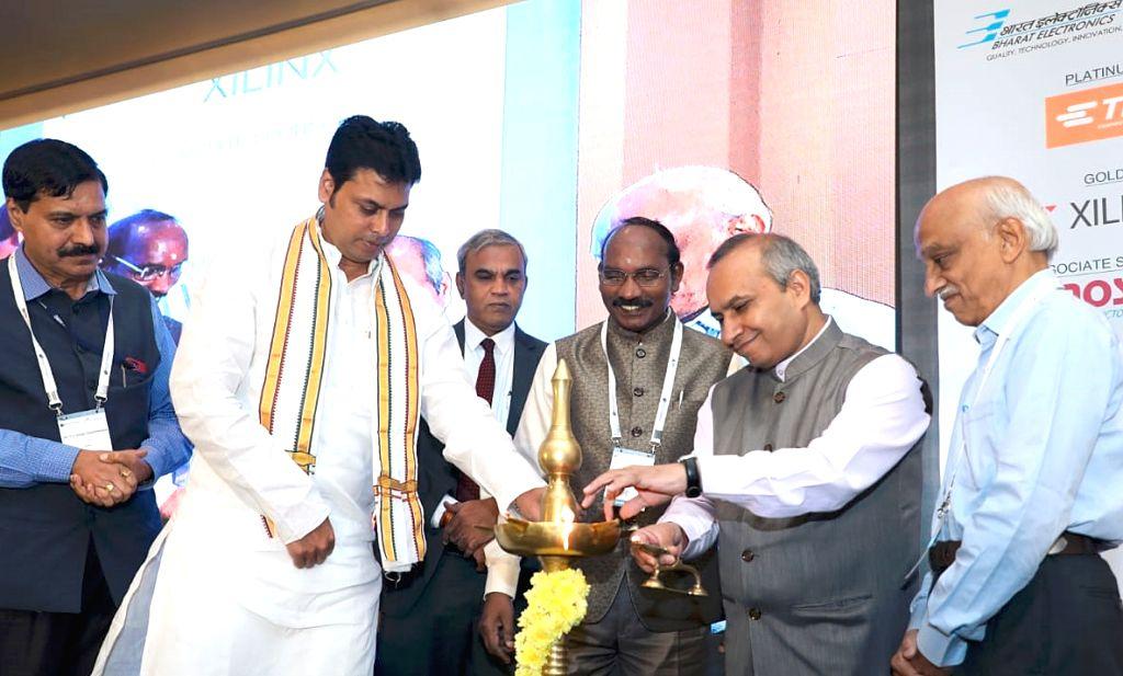 Tripura Chief Minister Biplab Kumar Deb, ISRO Chairman Dr. K Sivan, ISRO CBPO Dr.P V Venkitakrishnan, Former ISRO Chairman Dr. A S Kiran Kumar, IESA Chairman Anil Kumar Muniswamy at the ... - Biplab Kumar Deb and Kumar Muniswamy