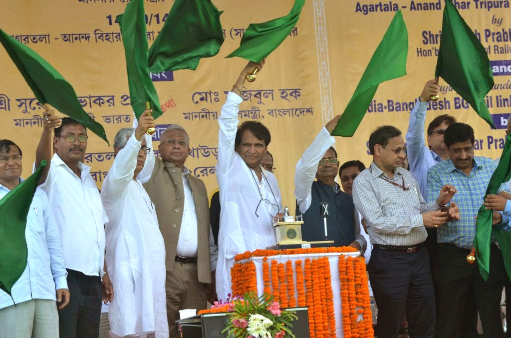 Tripura Governor Tathagata Roy, Chief Minister Manik Sarkar and Union Railways Minister flag-off  Agartala-Delhi passenger train service on the newly laid broad gauge track in Agartala on ... - Manik Sarkar and Tathagata Roy