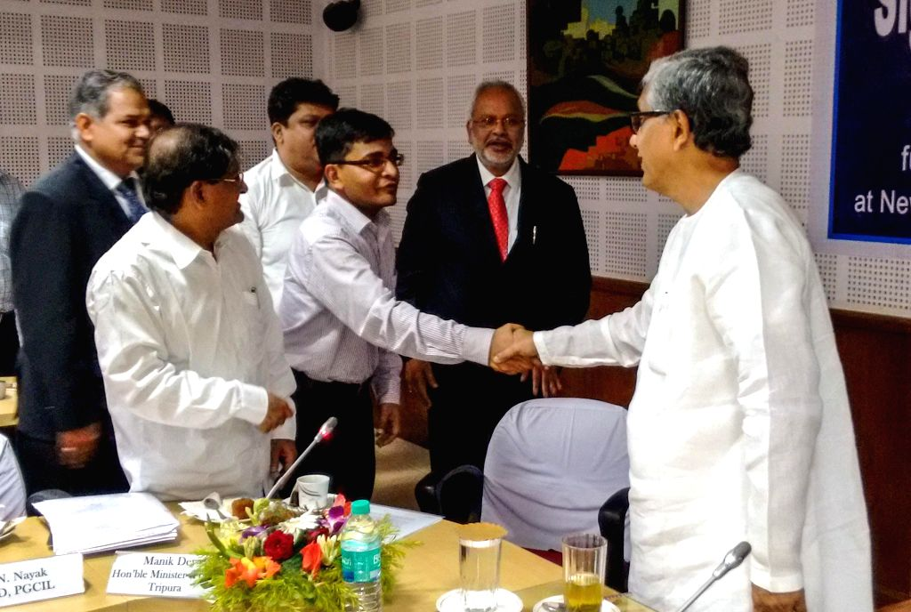 Tripura Chief Minister Manik Sarkar with the officials of Power Grid Corporation of India, Tripura State Electricity Corporation Ltd.and the World Bank during a meeting regarding a World ... - Manik Sarkar