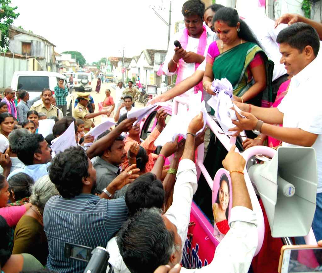 TRS MP K Kavitha interacts with people in Karimnagar on Aug 18, 2015.