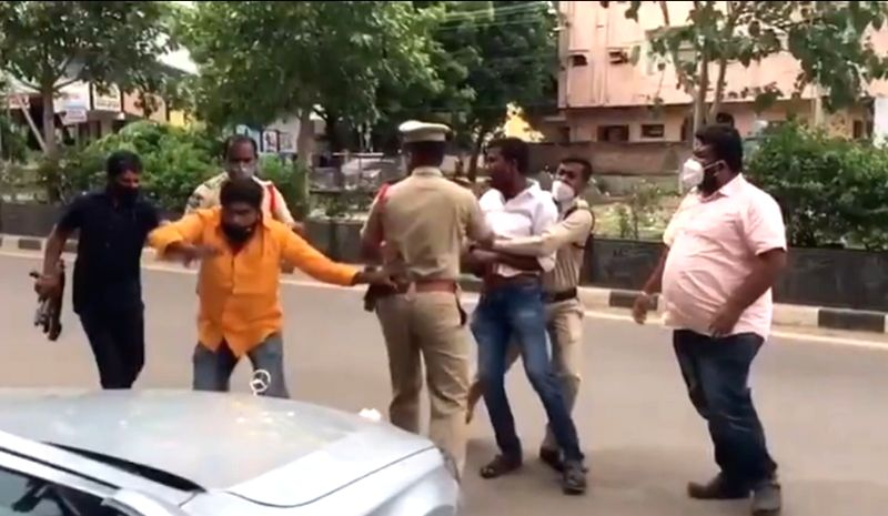 TRS workers attack BJP MP's convoy in Telangana.