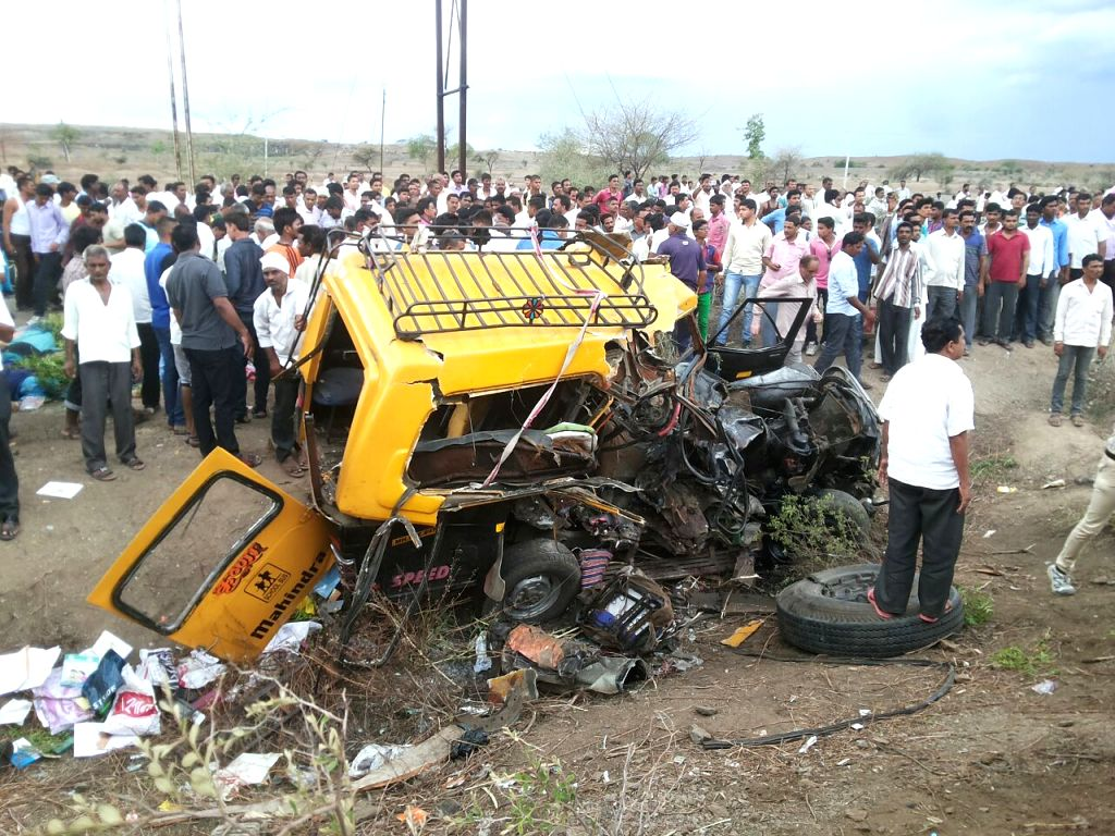 Truck-bus accident in Maharashtra