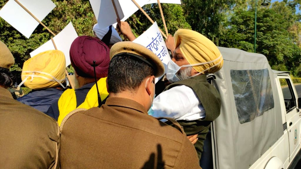 True Punjabi spirit amidst 'Delhi Chalo' march.