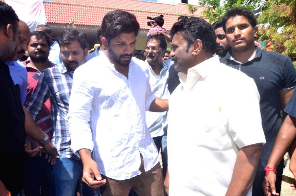 TS Minister T Srinivasa Yadav with actor Allu Arjun pay last respects to Dasari Narayana Rao at his residence. - T Srinivasa Yadav and Dasari Narayana Rao