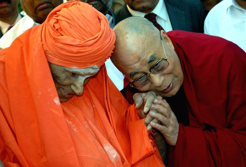 Dalai Lama the spiritual head of Tibetan Buddhists and Sri Shivakumar Swami of Siddaganga Mutt during the International conference on Ethics in the new Millennium organised by Tumkur ...