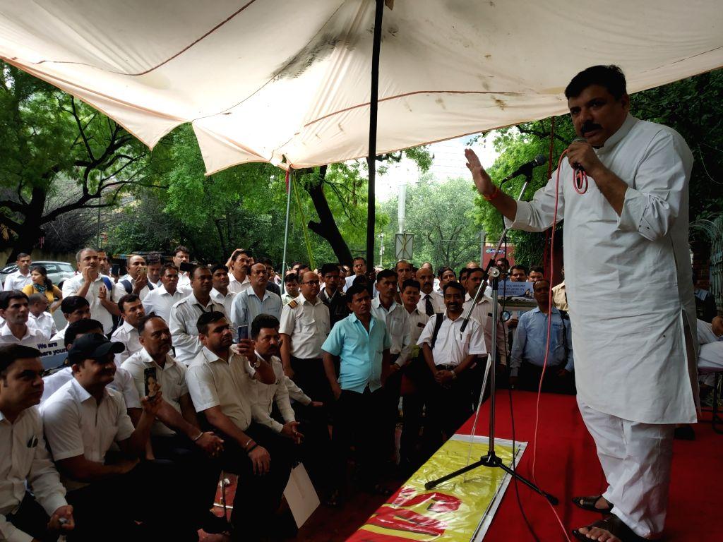 'Tumse Na Ho Paayega': Sanjay Singh takes a dig at Manoj Tiwari - Sanjay Singh