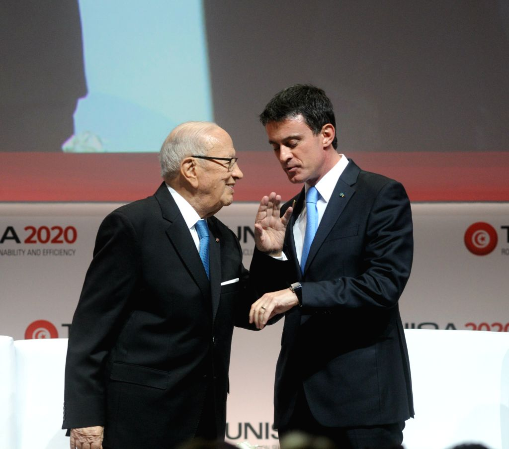 """TUNIS, Nov. 29, 2016 - Tunisian President Beji Caid Essebsi (L) and French Prime Minister Manuel Valls attend the """"Tunisia 2020"""" Conference on Investment in the Congress Palace in Tunis, ... - Manuel Valls"""