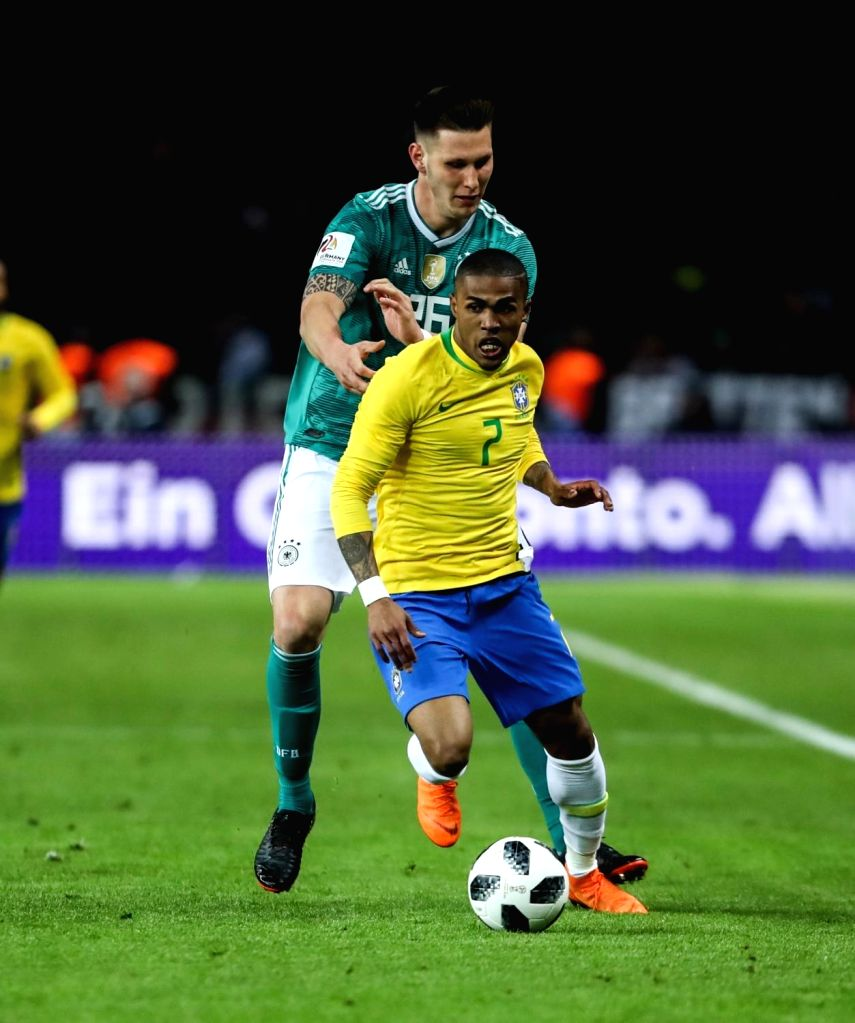 Turin, May 26 (IANS) Brazil and Juventus forward Douglas Costa said that he had considered retiring due to his frequent injury troubles and has hired a mental coach to help him deal with the side-effects of his fitness issues.