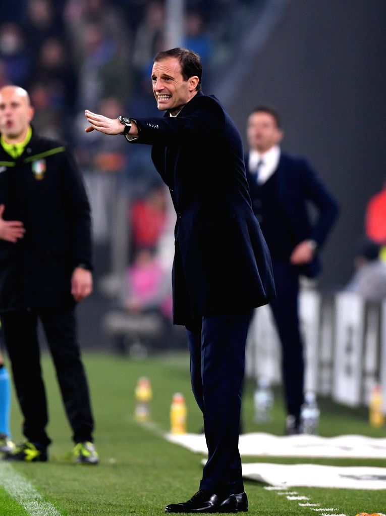TURIN, Nov. 20, 2016 - Juventus' head coach Massimiliano Allegri gives instructions during the Italian Serie A match between Juventus and Pescara at the Juventus Stadium in Turin on Nov. 19, 2016. ...