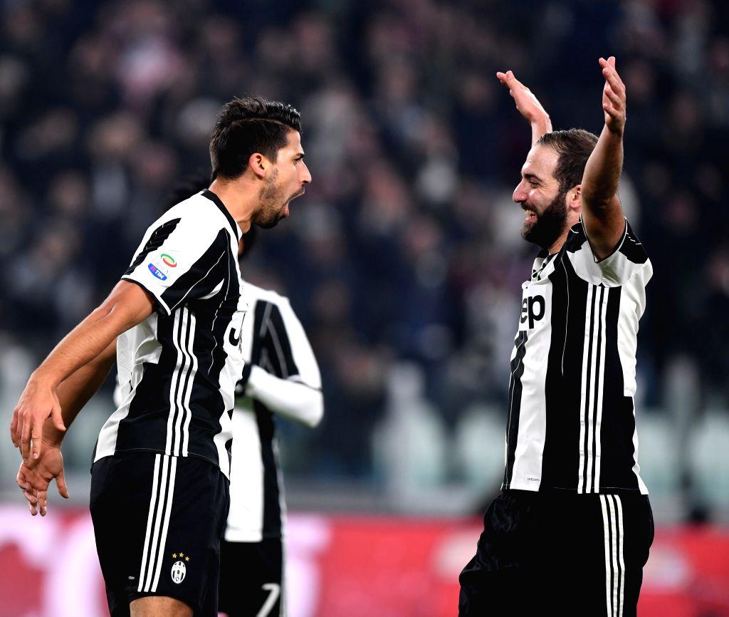 TURIN, Nov. 20, 2016 - Juventus' Sami Khedira (L) celebrates scoring with his teammate Gonzalo Higuain during the Italian Serie A match between Juventus and Pescara at the Juventus Stadium in Turin ...