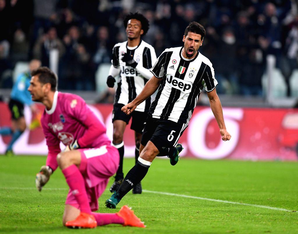 TURIN, Nov. 20, 2016 - Juventus' Sami Khedira (R) celebrates scoring during the Italian Serie A match between Juventus and Pescara at the Juventus Stadium in Turin on Nov. 19, 2016. Juventus won 3-0.