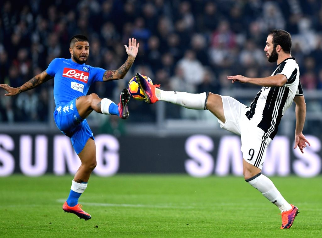 TURIN, Oct. 30, 2016 - Juventus' Gonzalo Higuain (R) vies with Napoli's Lorenzo Insigne during the Italian Serie A football match between Juventus and Napoli in Turin, Italy, on Oct. 29, 2016. ...