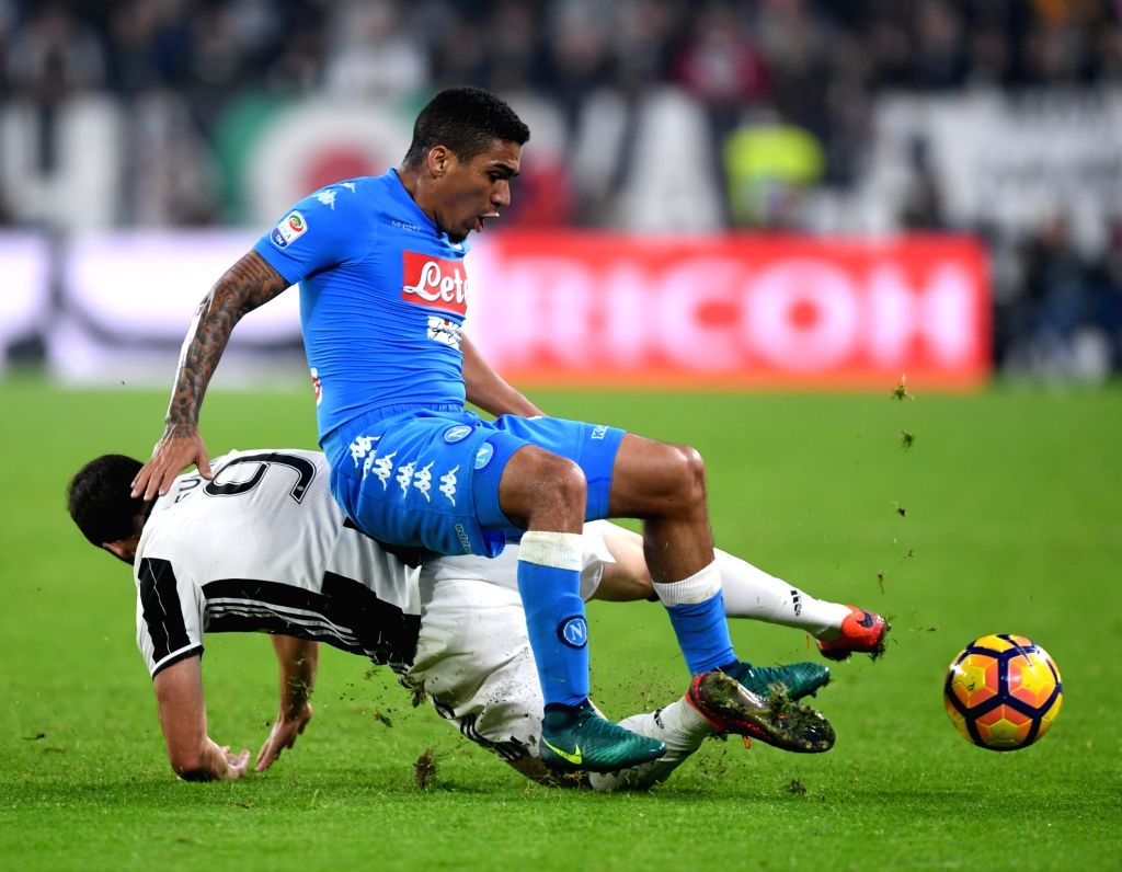 TURIN, Oct. 30, 2016 - Juventus' Gonzalo Higuain vies with Napoli's Marques Allan (Top) during the Italian Serie A football match between Juventus and Napoli in Turin, Italy, on Oct. 29, 2016. ...