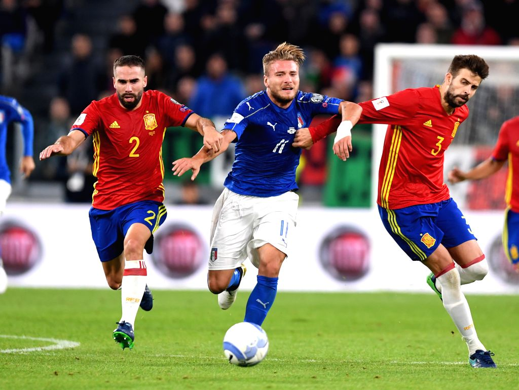 TURIN, Oct. 7, 2016 - Italy's Ciro Immobile vies with Spaine's Dani Carvajal(L) and Pique (R) during the World Cup 2018 football qualification match between Italy and Spain at the Juventus stadium in ...