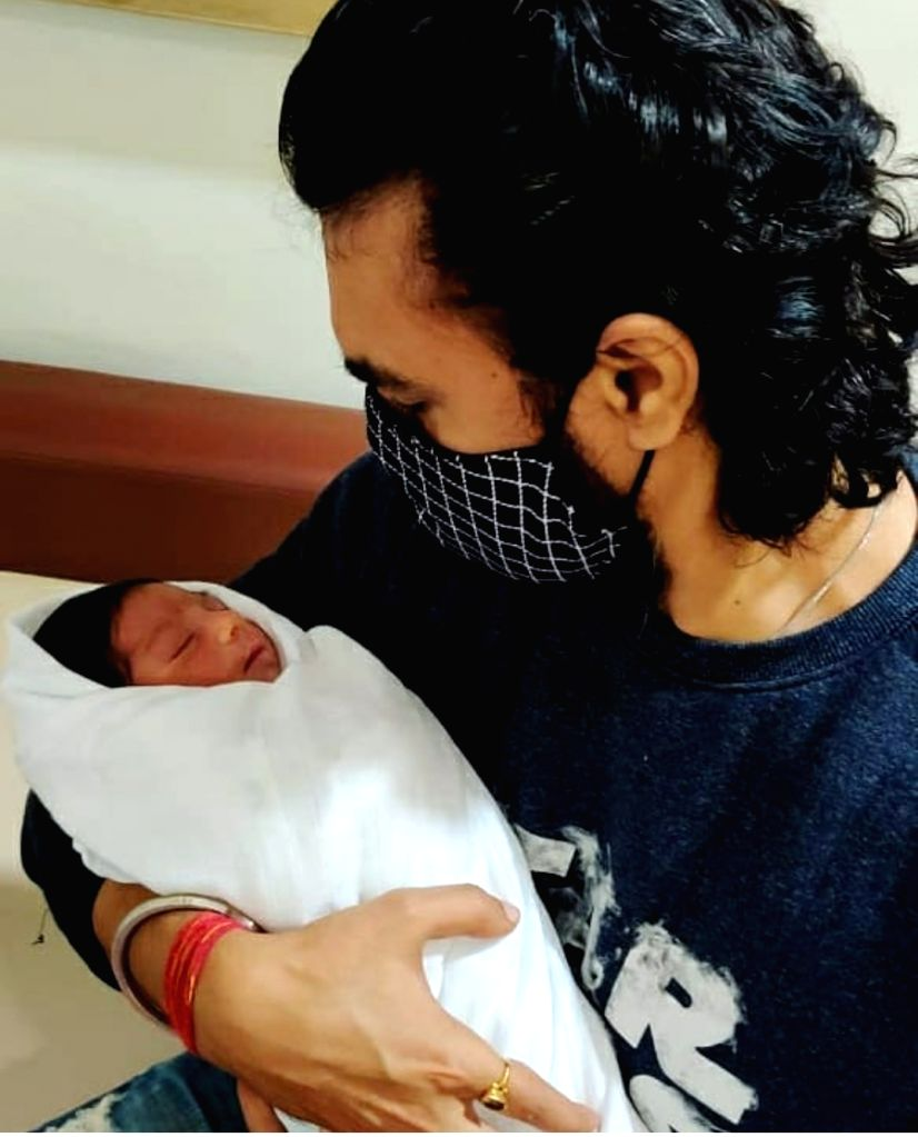 TV actor Gaurav Chopraa shares first glimpse of newborn son. - Gaurav Chopraa
