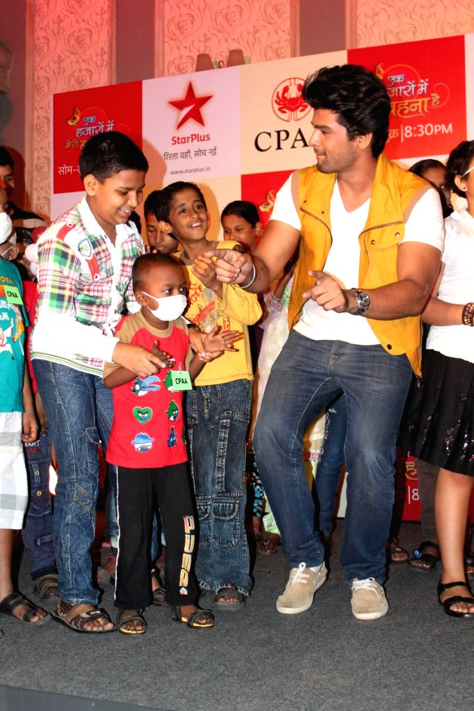 TV actor Kushal Tandon perform with the kids during the fun filled evening for children affected with cancer in Mumbai. Ek Hazaaron Mein Meri Behna Hai serial on star plus organised a fun full... - Kushal Tandon