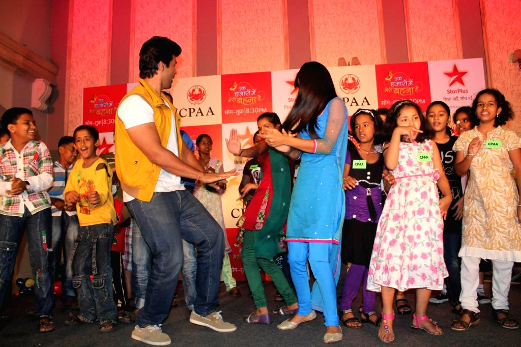 TV actors Kushal Tandon and Nia Sharma perform with the kids during the fun filled evening for children affected with cancer in Mumbai. Ek Hazaaron Mein Meri Behna Hai serial on star plus organised a. - Kushal Tandon and Nia Sharma