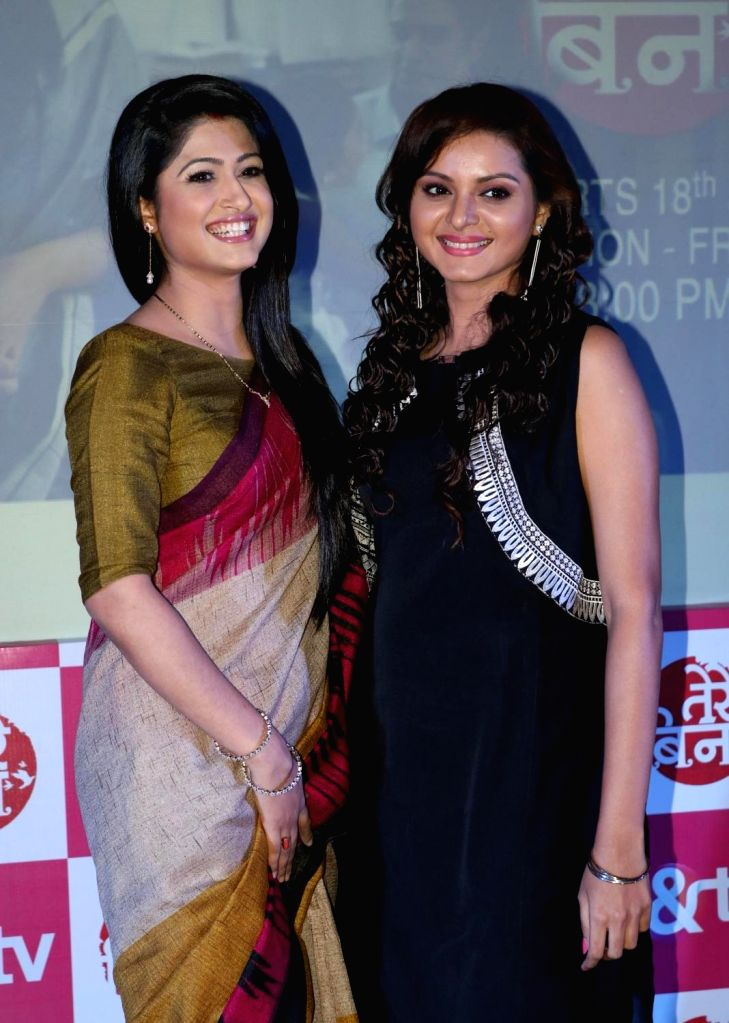 """TV Actors Shefali Sharma and Khushboo Tawde during a press conference to promote their upcoming TV show """"Tere Bin"""" in &TV, in New Delhi, on July 5, 2016. - Shefali Sharma and Khushboo Tawde"""
