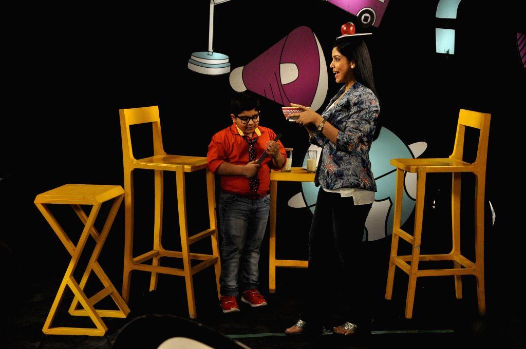 TV actress Sakshi Tanwar with Sadhil Kapoor on the sets of Captain Tiao show in Mumbai on 10 May, 2014. - Sadhil Kapoor