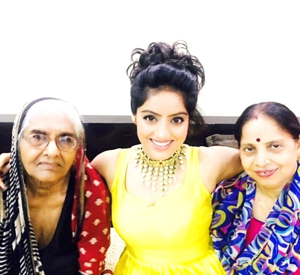TV star Deepika Singh's mother back home after Covid recovery. - Deepika Singh