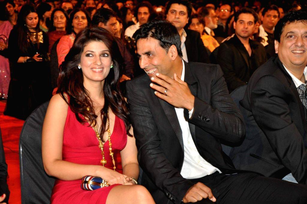 Twinkle khanna and Akshay kumar at Stardust Awards 2010 in Mumbai.