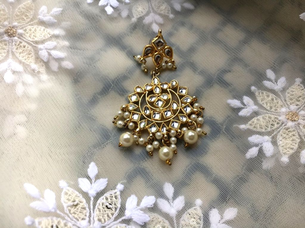 Two friends got separated from each other at the time of partition of India, left with an earring each from a single pair as a memory of each other. Will this earring reunite the two? The story of ...