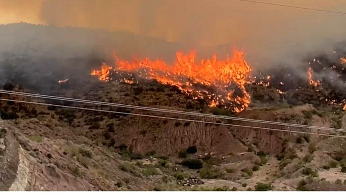Two huge wildfires in Arizona force hundreds to evacuate.(pic credit: https://twitter.com/PinalCounty)