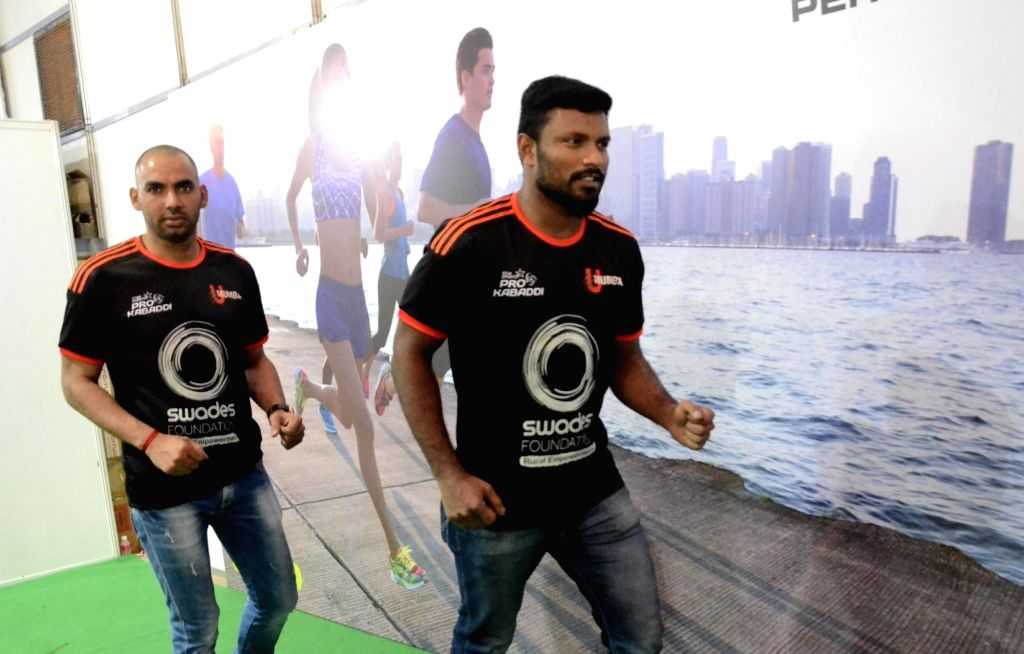 U Mumba players Anup Kumar and Shabeer Bapu Sharfudheen during a programme organised on Standard Chartered Mumbai Marathon (SCMM) in Mumbai on Jan 9, 2016. - Anup Kumar