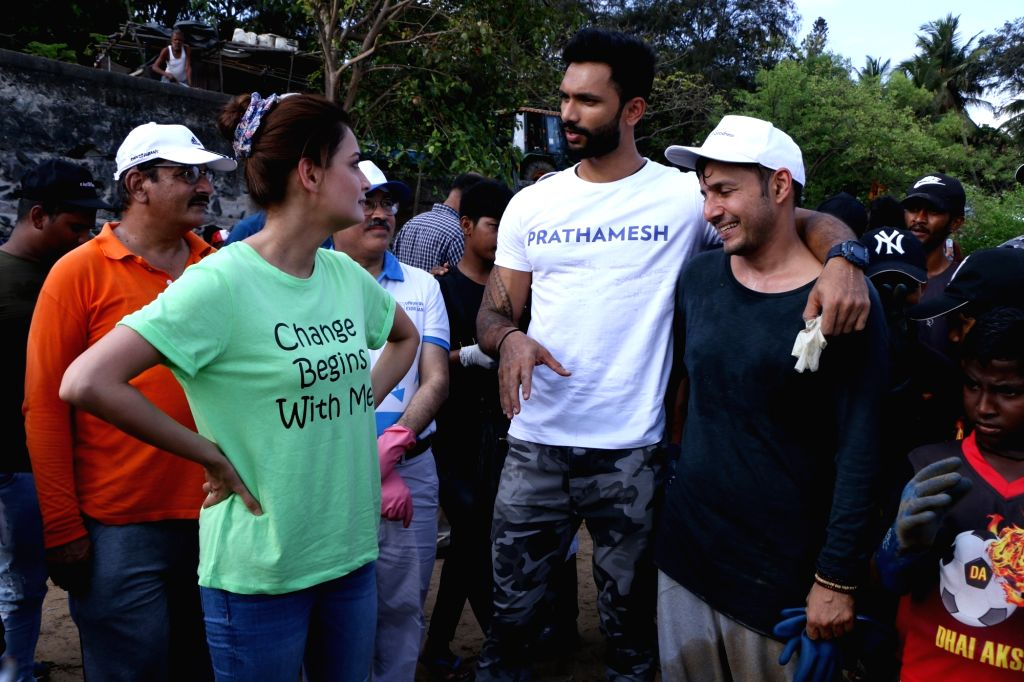 UN Environment Goodwill Ambassador and United Nations Secretary General Advocate for Sustainable Development Goals Dia Mirza and Mister Supranational 2018 Prathamesh Maulingkar during beach ... - Dia Mirza
