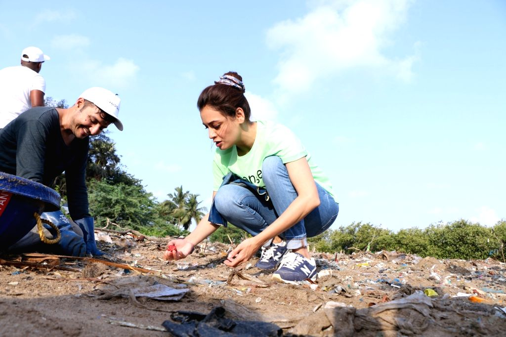UN Environment Goodwill Ambassador and United Nations Secretary General Advocate for Sustainable Development Goals Dia Mirza during beach cleaning initiative by the 30 state winners of fbb ... - Dia Mirza