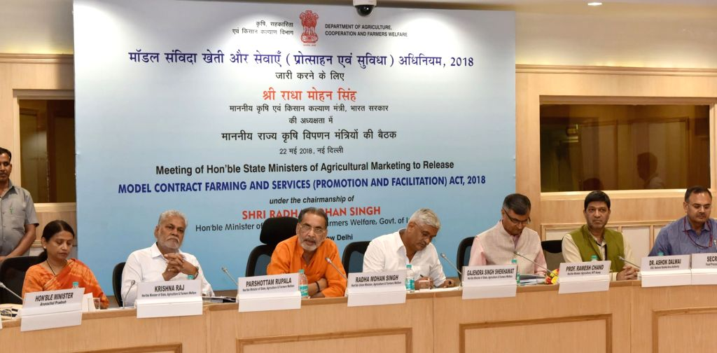 Union Agriculture and Farmers Welfare Minister Radha Mohan Singh addresses at a meeting of State Ministers of Agricultural Marketing on Model Contract Farming and Services (Promotion and ... - Radha Mohan Singh and Gajendra Singh Shekhawat