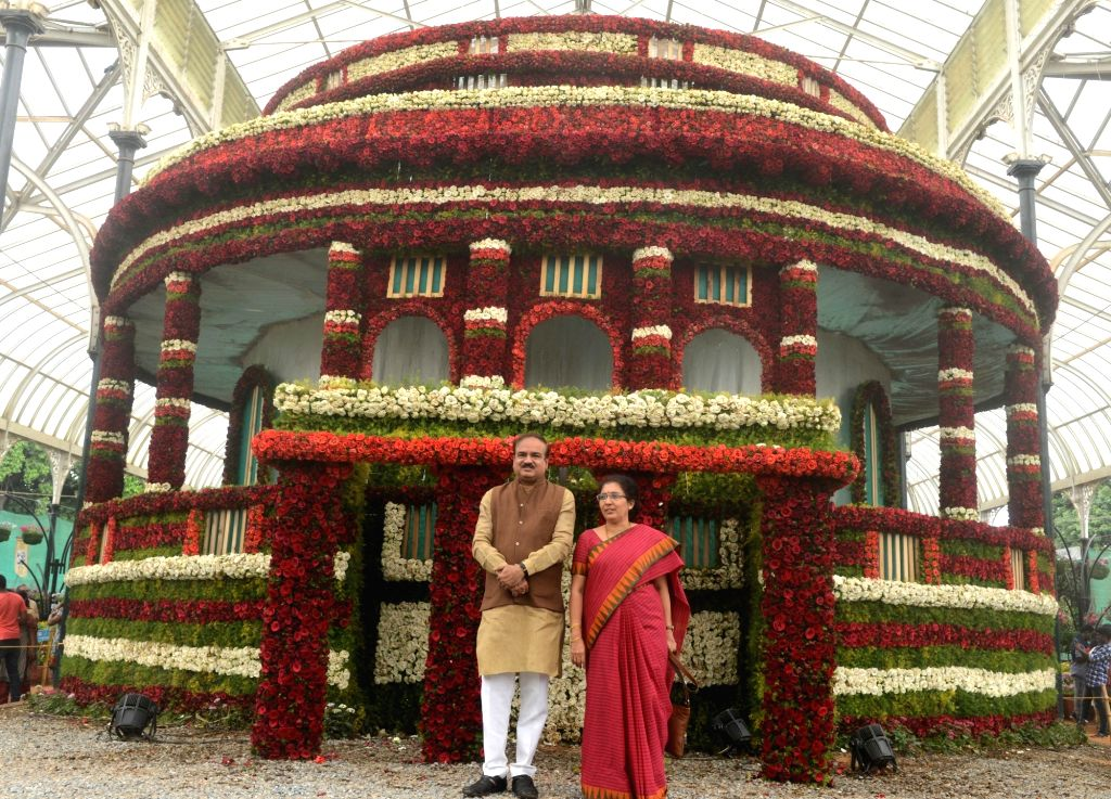 Union Chemicals and Fertilizers Minister Ananth Kumar and his wife Tejaswini visit Independence Day Flower Show at Lalbagh in Bengaluru, on Aug 14, 2016. - Ananth Kumar