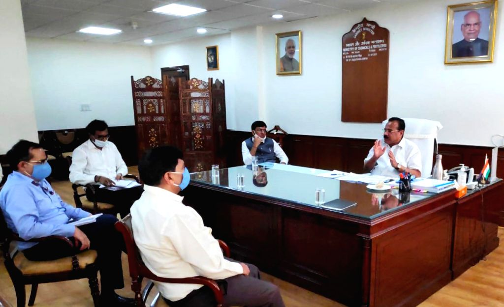 Union Chemicals and Fertilizers Minister D.V. Sadananda Gowda holds a meeting with the officers of the Pharmaceuticals Department to review proposed bulks drugs and medical device park, in ... - D.