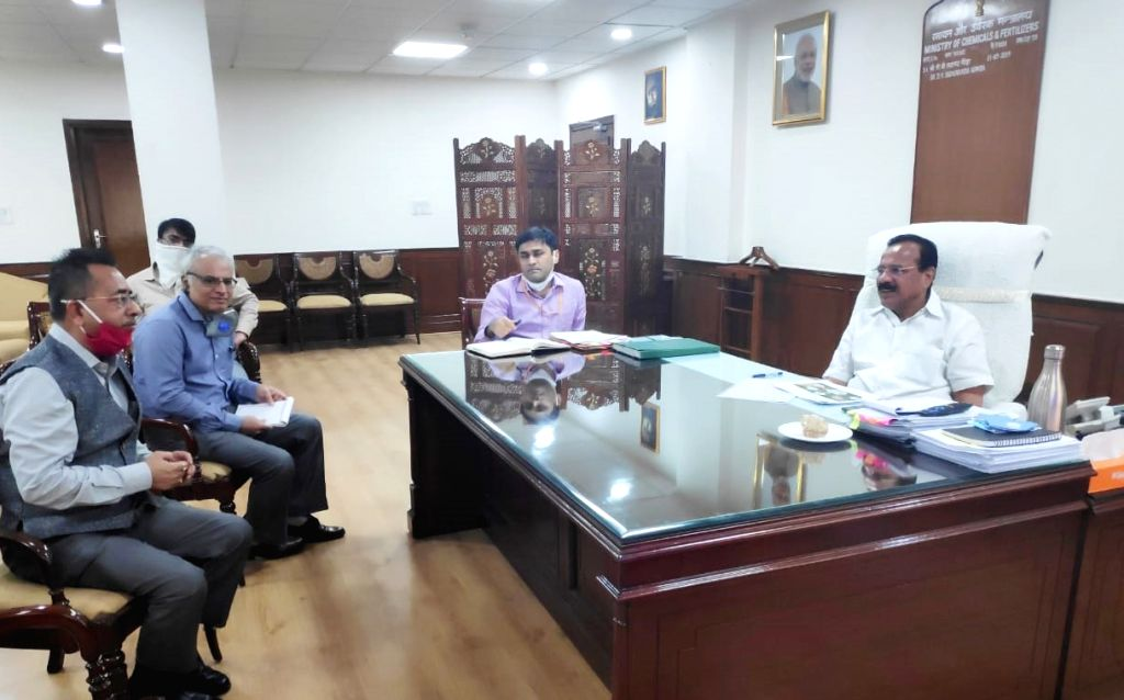Union Chemicals and Fertilizers Minister D.V. Sadananda Gowda reviews the meeting on progress of three upcoming projects of Hindustan Urvarak & Rasayan Limited (HURL), in New Delhi on ... - D.