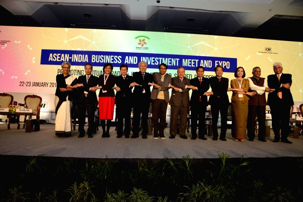 Union Commerce and Industry Minister Suresh Prabhu and MoS External Affairs V.K. Singh with Ministers from ASEAN countries during the inauguration of ASEAN – India Business and ... - Suresh Prabhu and K. Singh