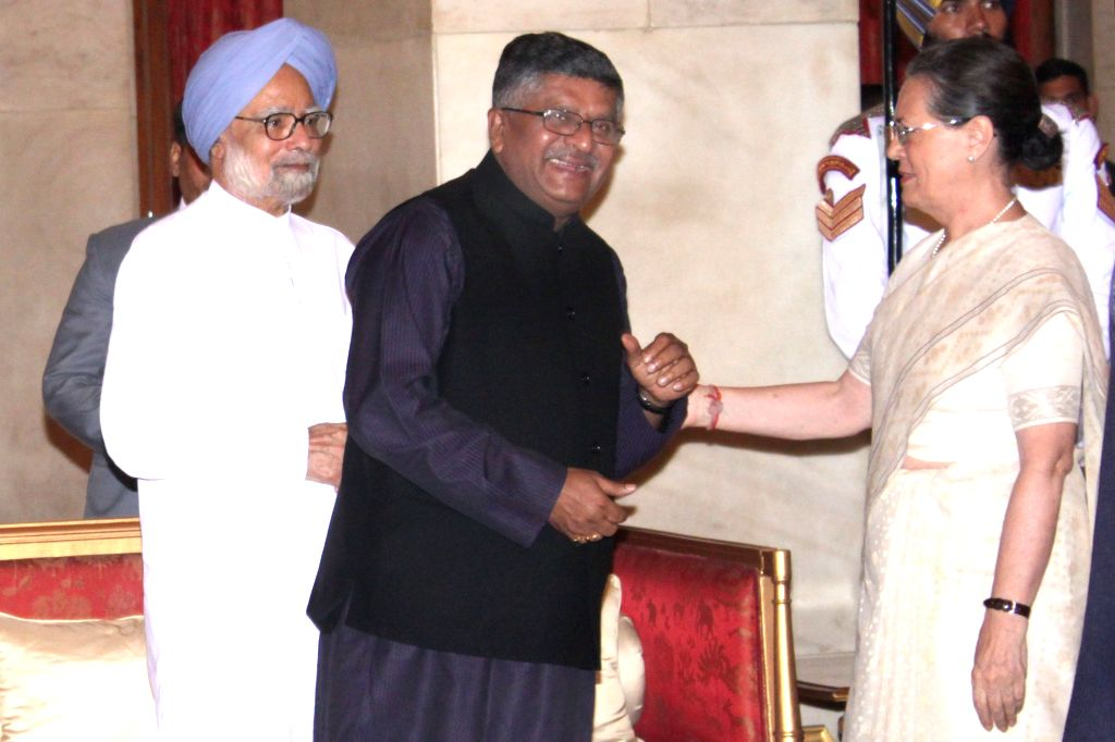 Union Communications and IT Minister Ravi Shankar Prasad, Congress chief Sonia Gandhi and former prime minister and Congress leader Manmohan Singh during a `At Home` programme on the ... - Ravi Shankar Prasad, Sonia Gandhi and Manmohan Singh