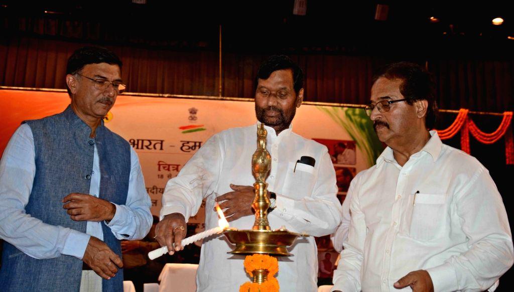 Union Consumer Affairs, Food and Public Distribution Minister Ram Vilas Paswan lights the lamp on the commencement of 'Naya Bharat Hum Karke Rahenge' programme in Patna on Sept 18, 2017. - Ram Vilas Paswan
