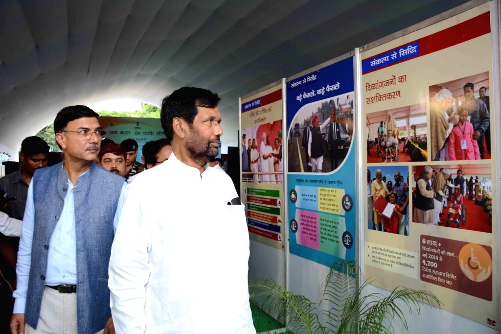Union Consumer Affairs, Food and Public Distribution Minister Ram Vilas Paswan visits the exhibits at an exhibition during the 'Naya Bharat Hum Karke Rahenge' programme in Patna on Sept 18, ... - Ram Vilas Paswan