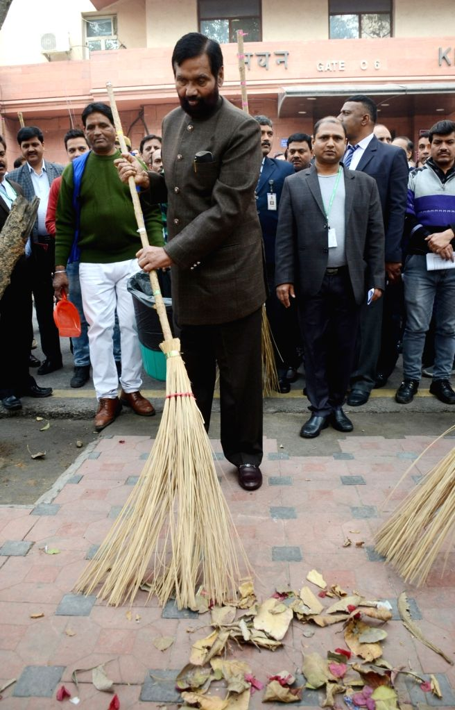 Union Consumer Affairs, Food and Public Distribution Minister Ram Vilas Paswan participates in a cleanliness drive, to mark the celebrations of Swachhta Pakhwada, at Krishi Bhavan, in New ... - Ram Vilas Paswan