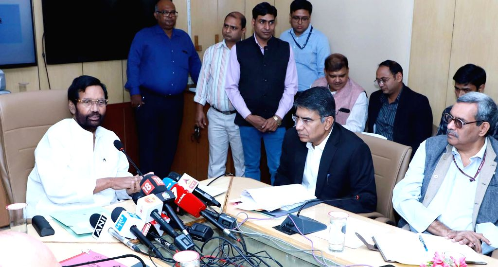 Union Consumer Affairs, Food and Public Distribution Minister Ram Vilas Paswan briefs the media on the Water Quality and Standards in 20 State Capitals and Delhi, in New Delhi on Nov 16, ... - Ram Vilas Paswan